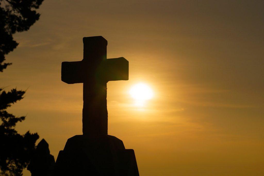 la cruz era para nosotros o para dios